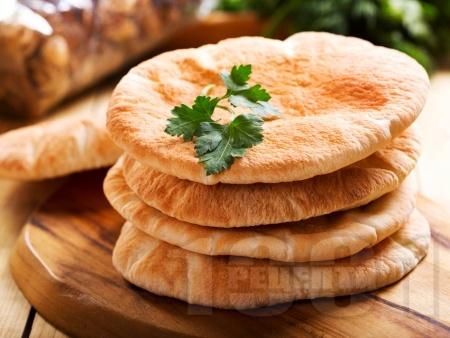 Вкусни обикновени пърленки от брашно, суха мая и вода на скара или грил тиган - снимка на рецептата